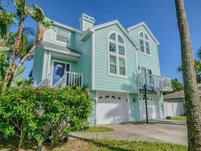 Huge Family Beach House + Close to everything! 3 blocks to the beach!