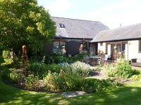 Beautiful barn conversion & lovely garden. Spacious, well-equipped, comfortable, quiet, accessible.