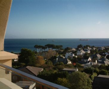 Photo for 2 bedroom/2 bathroom. Walk to beach and harbour. Discount if only 2 people.