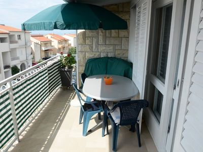 Photo for Apartment 977 m from the center of Makarska with Air conditioning, Parking, Balcony, Washing machine (322511)