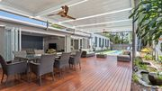 Pandanus Holiday Home with huge covered deck and pool