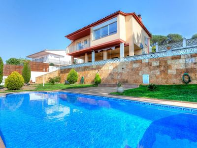 Photo for Beautiful apartment for 8 guests with private pool, WIFI, TV and parking