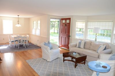 Cheerful, bright open floor plan perfect for entertaining