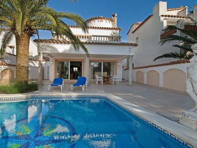 Photo for Wonderful private villa with private pool, WIFI, A/C, TV, balcony, washing machine and parking