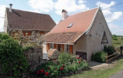 Photo for Quiet farmhouse in southern Burgundy