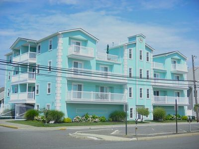3 bedrooms (sleeps 12)w/dunk pool and game room on roof top, 2.5 blocks to beach