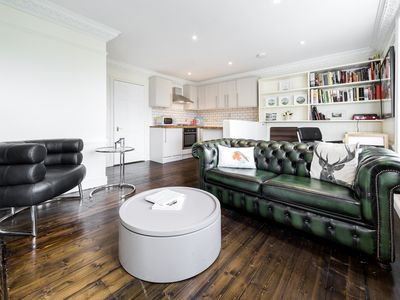 Photo for Elegant apartment in fashionable Highgate. Fantastic base to explore city.