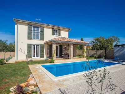 Photo for A 5 minute drive from Novigrad and the beach, with enclosed garden and swimming pool