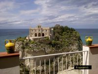 A Beautifully Styled Apartment in a Magical Location in the Historic Centre of Tropea
