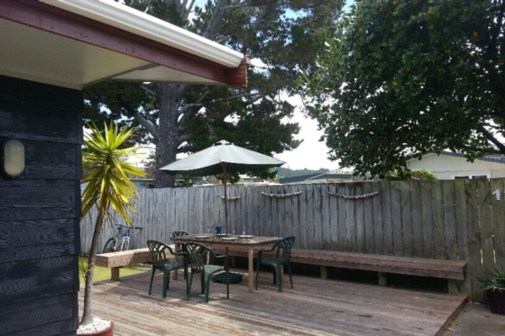Whangamata Central - close to beach and shops