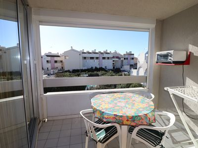 Photo for 2 rooms cabin pool and parking at Grau du Roi