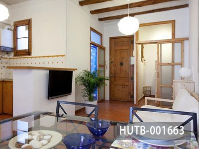 Photo for Gracia Style apartment in Gràcia with WiFi, integrated air conditioning & balcony.