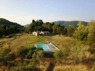 Photo for Villa with private swimming pool in Tuscan countryside