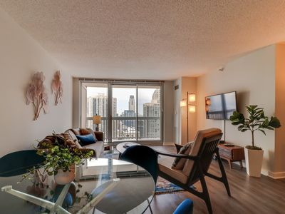 Photo for City/lake view suite w/ balcony perfect for couples! Pool & gym! Dogs OK!