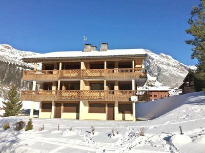 Photo for Newly refurbished 3 bed apartment for up to 6 close to the Pistes