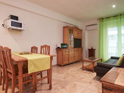 Photo for Central 1 bedroom apartment with capacity for 3/5 people just 50m from the beach.