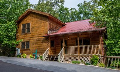 Really close to your favorite family attractions--Log Inn to your next getaway!