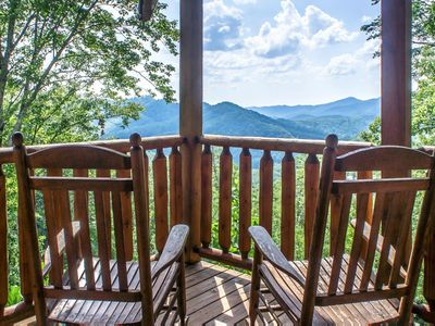 Photo for Comfortable Cabin with scenic views, perfect romantic getaway