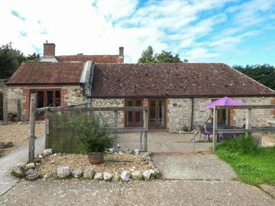 Photo for STABLE COTTAGE, family friendly in Freshwater, Ref 918785