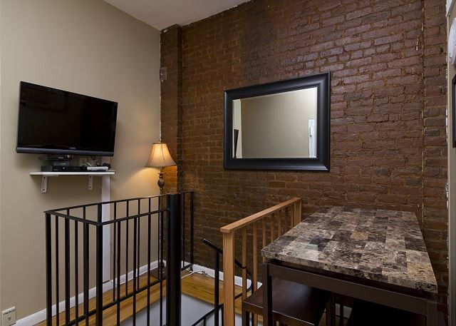Apartment 943 M From The Center Of New York With Air Conditioning 561693 Y