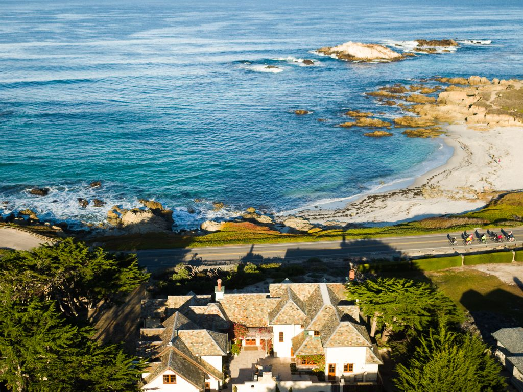 Ocean front beach house on 17 mile drive s homeaway for 17 mile drive celebrity homes