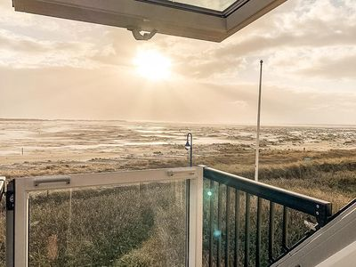 Photo for Are you looking for an exclusive house for up to 6 people? In a prime location? At the beach ?