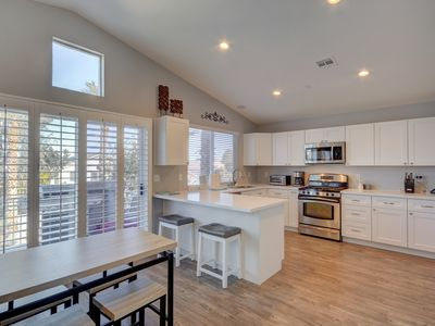 New listing. Remodeled HOME.. Great location with room for 8! Close to STRIP.