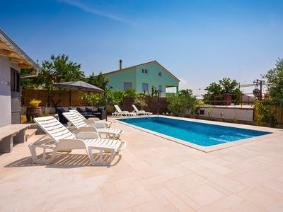 Photo for Comfortable apartment with pool, kitchen, bathroom, WiFi, air conditioning and BBQ