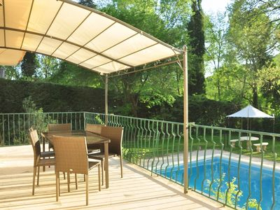 Photo for Charming house with private pool along the river between Avignon and Uzes