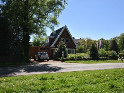 Photo for Detached holiday home within walking distance of the IJsselmeer & Rijsterbos