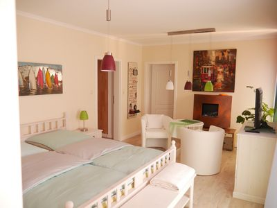 "Photo for Cozy holiday room ""Flower Power"" [centrally located in Rheinsberg]"