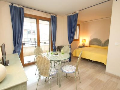 Photo for Studio apartment just steps from Rue d'Antibes
