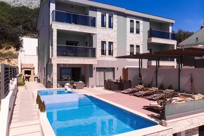 Villa Paradise with pool 32m2, outdoor BBQ, billiards and playroom