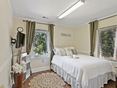 Photo for Charming Extremely Central Duplex