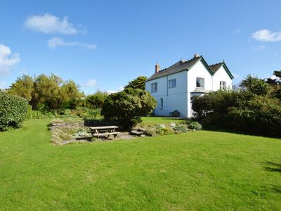 Photo for Detached house with large garden, cosy open fire and authentic stove