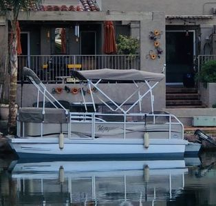 6 person electric pontoon boat for guest use.