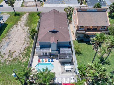 Spacious home Sleeps 20! With Heated Pool and 1/2 block from beach!!