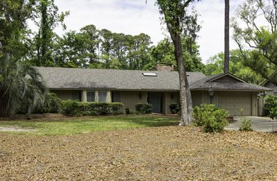Photo for 3 Bedroom Sea Pines Home, Enclosed Pool, Golf Views, Free Bikes.