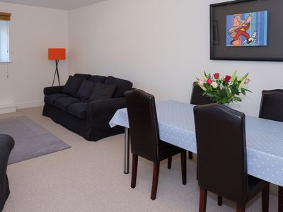 Photo for 5* Comfortable and spacious West End flat with a private car parking space