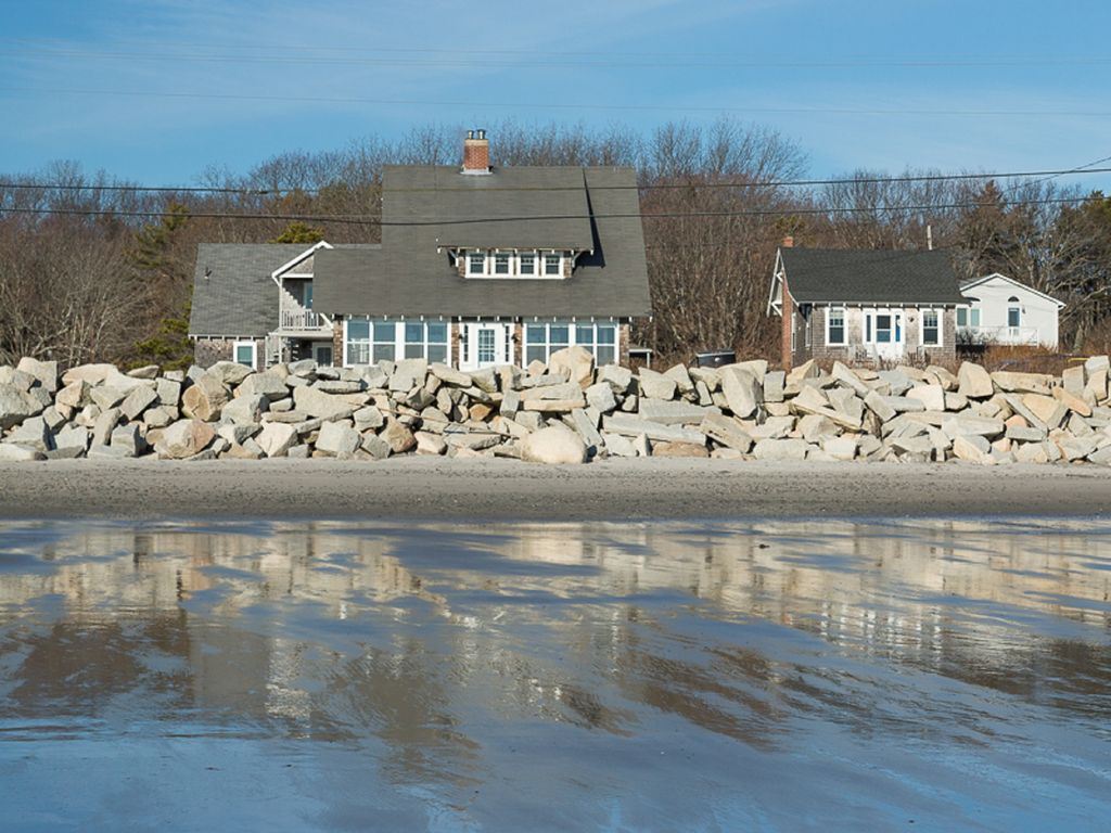 Beautiful Beach House At Fortunes Rocks With Ocean Views