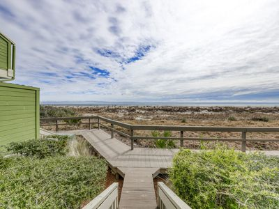 Photo for Oceanview villa just steps from the beach w/community pool & basketball access!