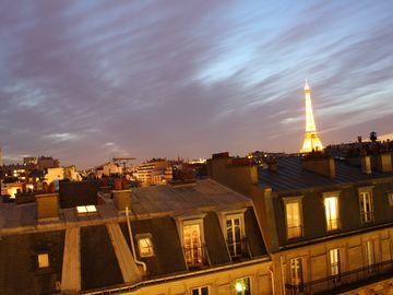 A Spectacular View of The Eiffel Tower- Recently Renovated