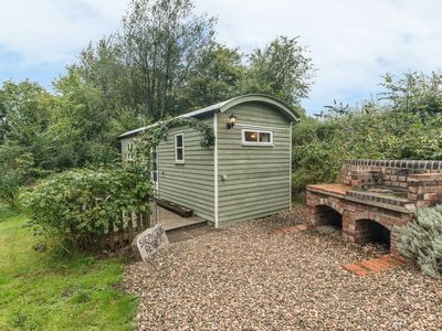 Photo for SHEPHERD'S RETREAT, country holiday cottage in Leighton, Ref 22111