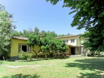 Photo for 6 bedroom Villa, sleeps 13 with Pool, FREE WiFi and Walk to Shops