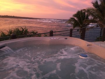 Oceanfront Hokulani Kai, Swim, Snorkel, Kayak directly from home, SPA on deck!