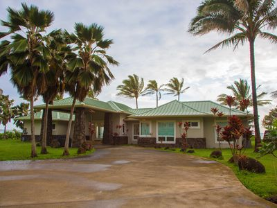 Photo for 4 Bedroom, 3.5 baths, Modern style luxury home. Steps from the beach.