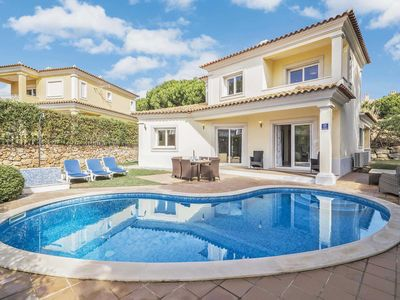 Photo for 4 bedroom Villa, sleeps 8 in Vilamoura with Pool, Air Con and WiFi