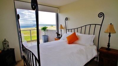 Beach and rural views from each window. Fluffy doona, comfy bed.