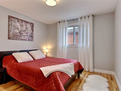 Photo for Elegant AirC 2 bedroom& Parking incl 10 min Montreal, Self check-in & check-out