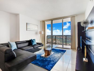 Spectacular Bay and Ocean Views from the 51st floor